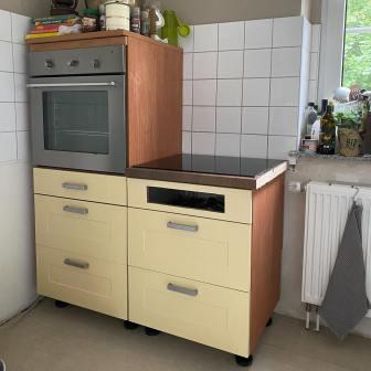Moebelaktivistin_Kuechenfronten_in_Landhausgruen_lackieren_2